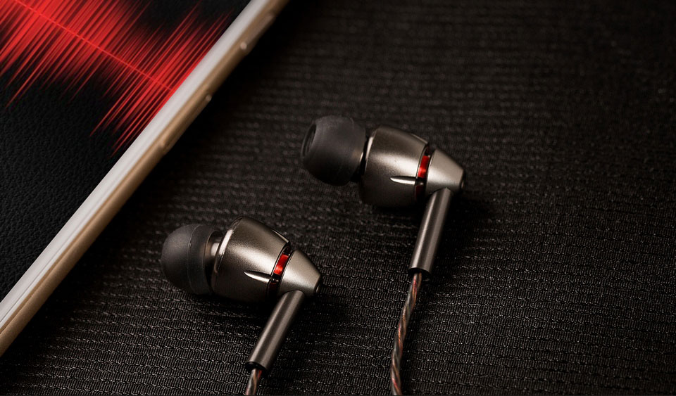 1MORE Quad Driver In-Ear Headphones навушники