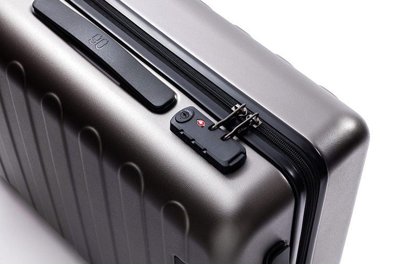 RunMi-90-Points-suitcase-Business Travel