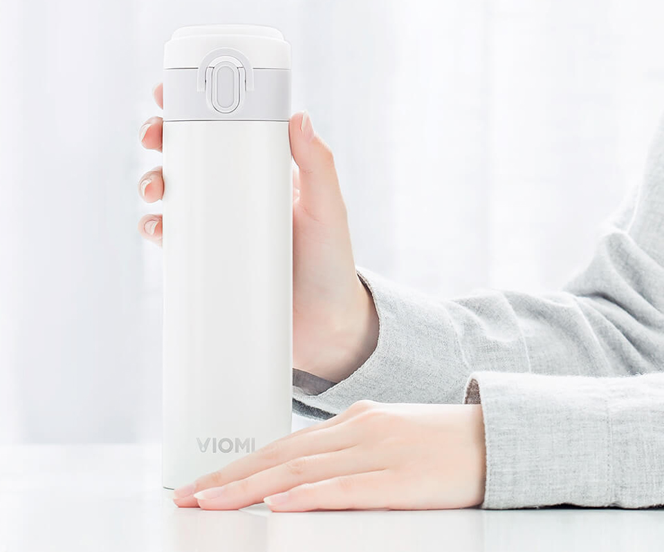 Термос Viomi Portable Thermos 300 ml на столі