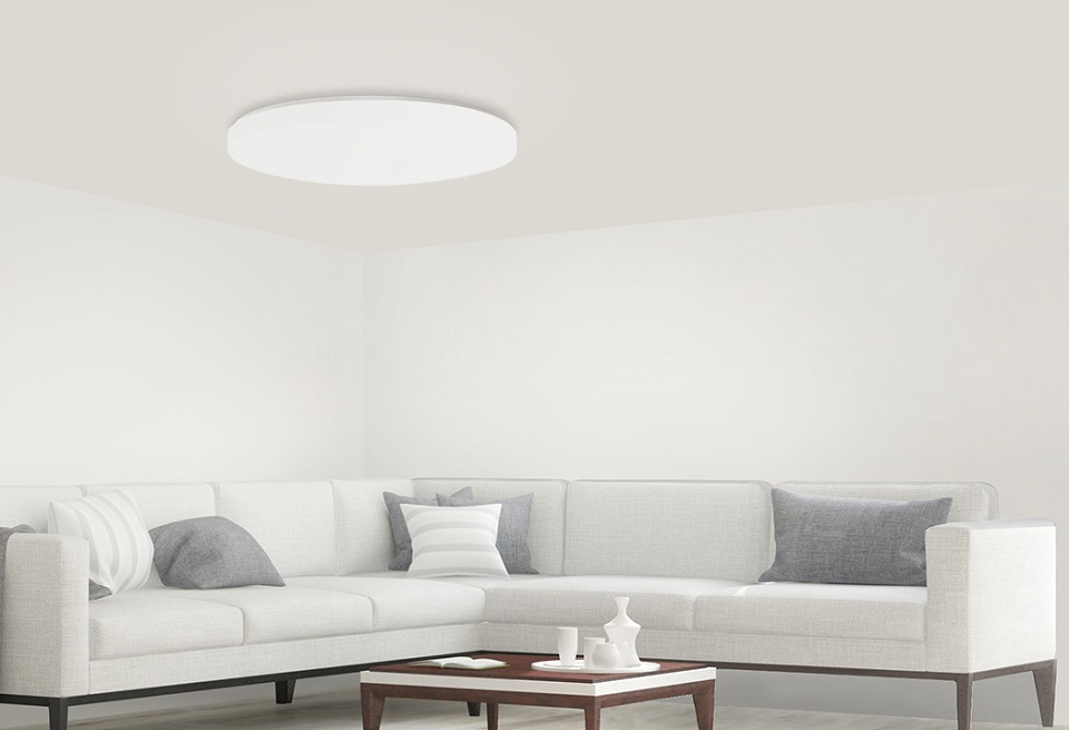 Лампа Yeelight LED Ceiling Light в вітальні