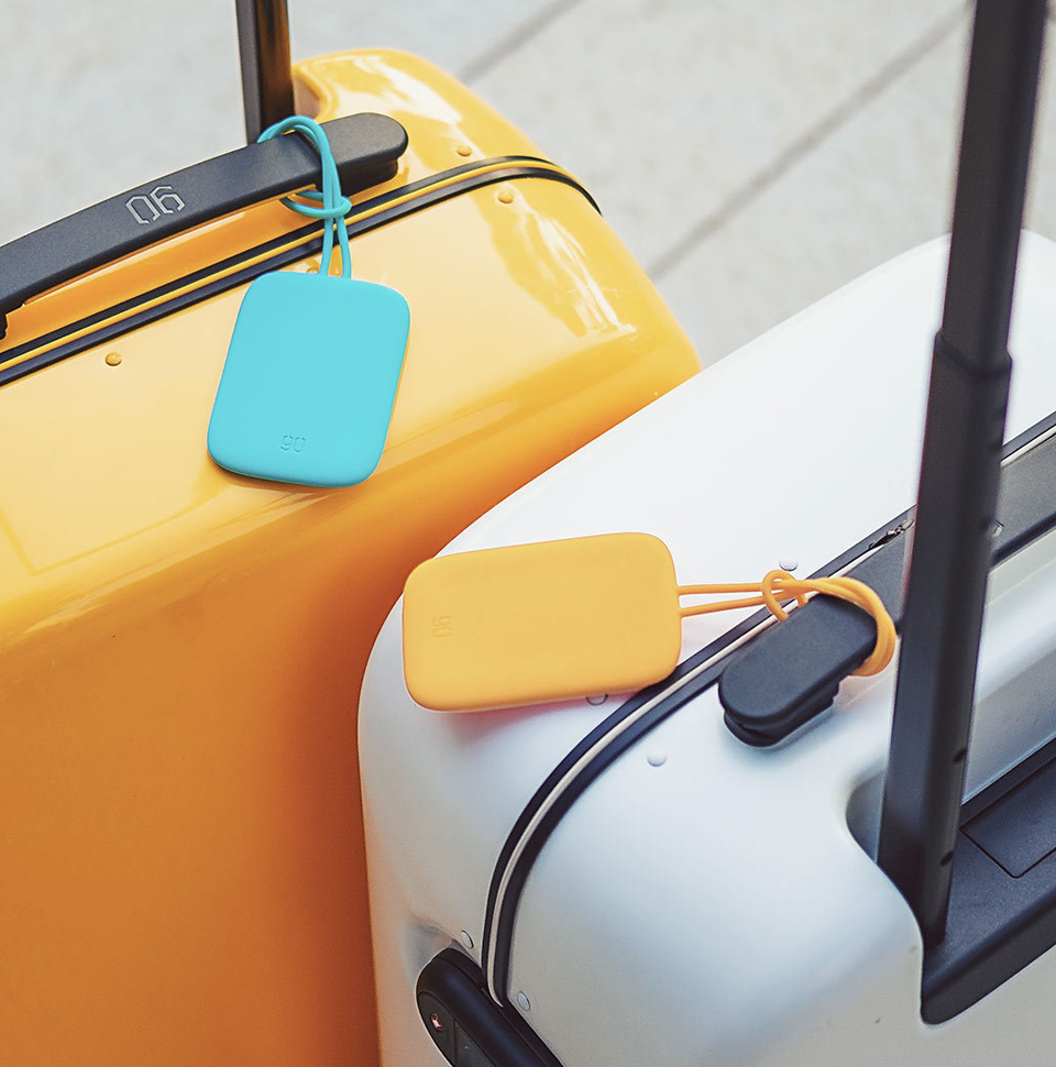 Бирка Bright Silicone Luggage tag на чемодане