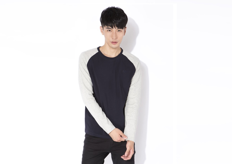 %D0%A0%D0%B5%D0%B3%D0%BB%D0%B0%D0%BD_Mi_Raglan_long-sleeved_T-shirt_male_models_Blue_Grey_L_4.jpg