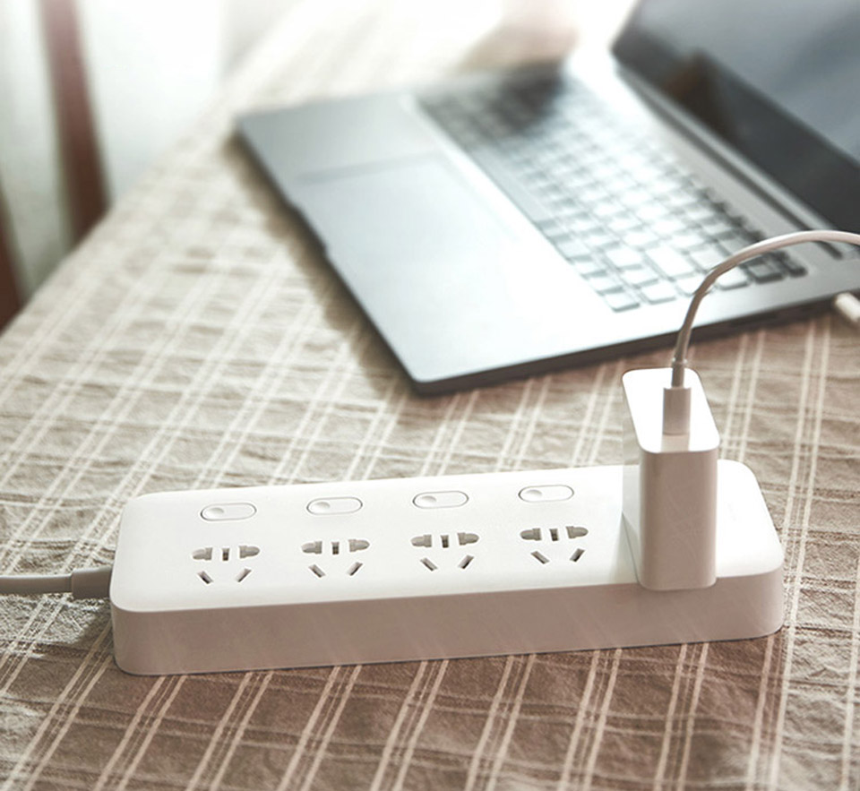 Подовжувач KingMi Power Strip (5 розеток; без USB; 5 викл) White QC0505 на столі