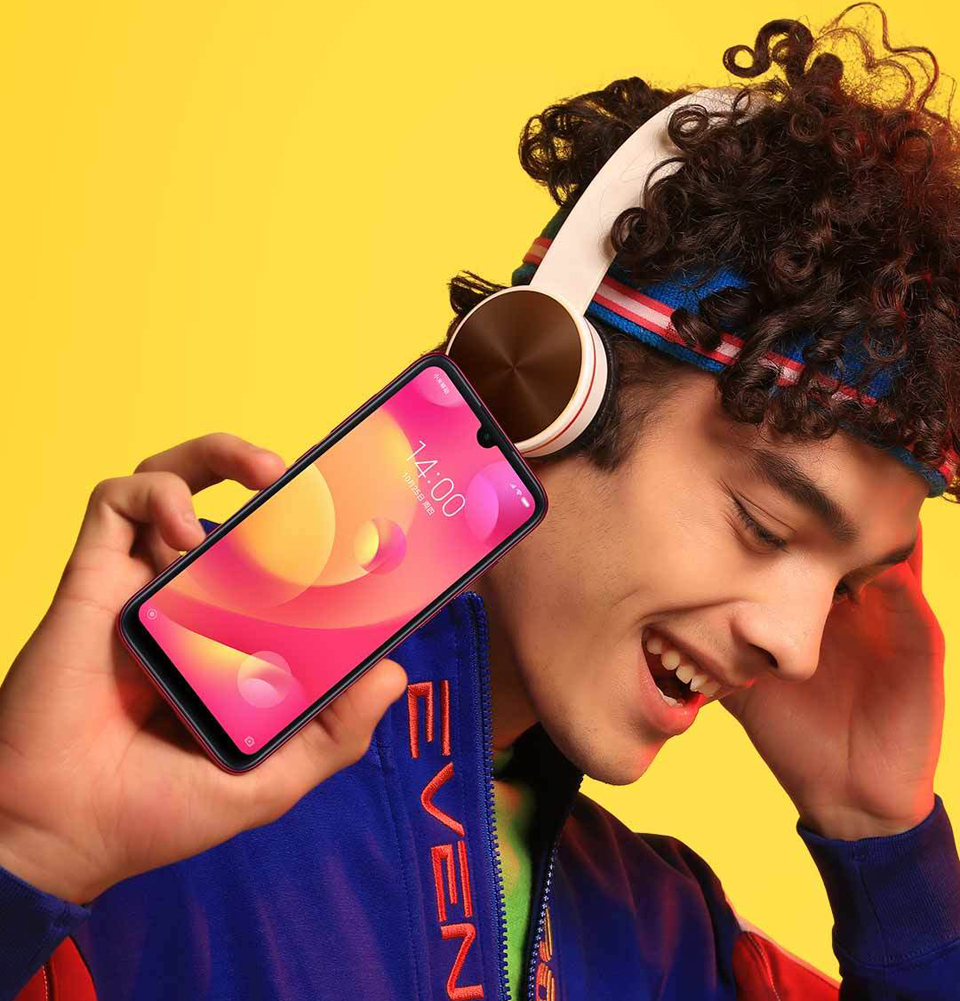 Смартфон Xiaomi Mi Play крупним планом
