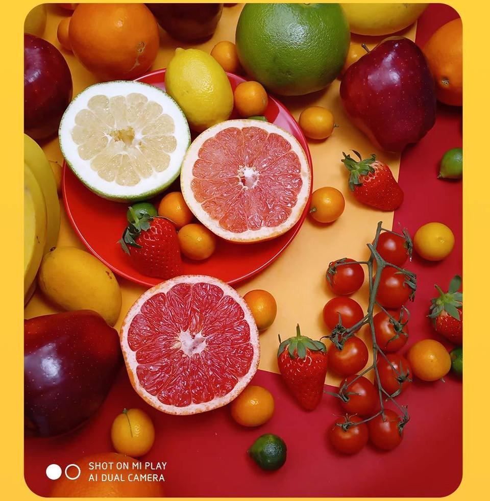 Смартфон Xiaomi Mi Play фото фруктів