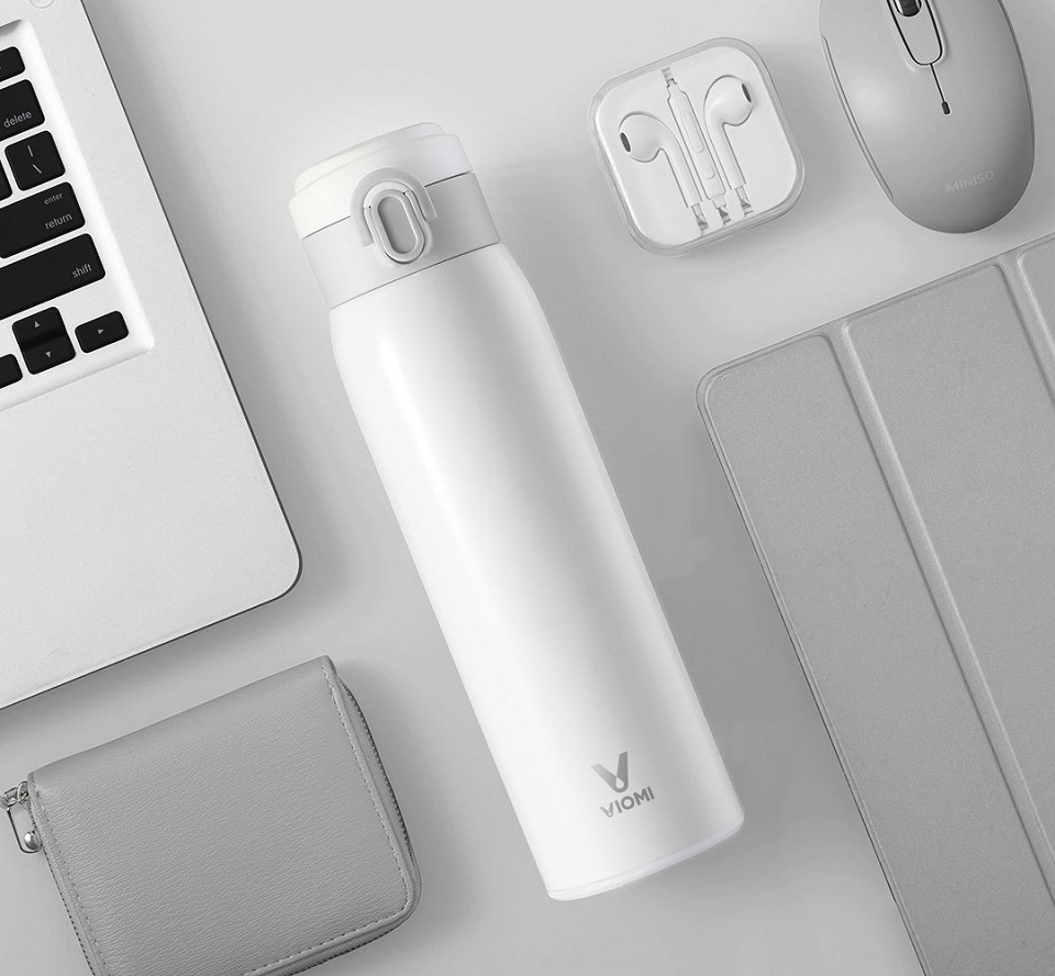 Термос Xiaomi Viomi stainless vacuum cup White 460 мл на столі